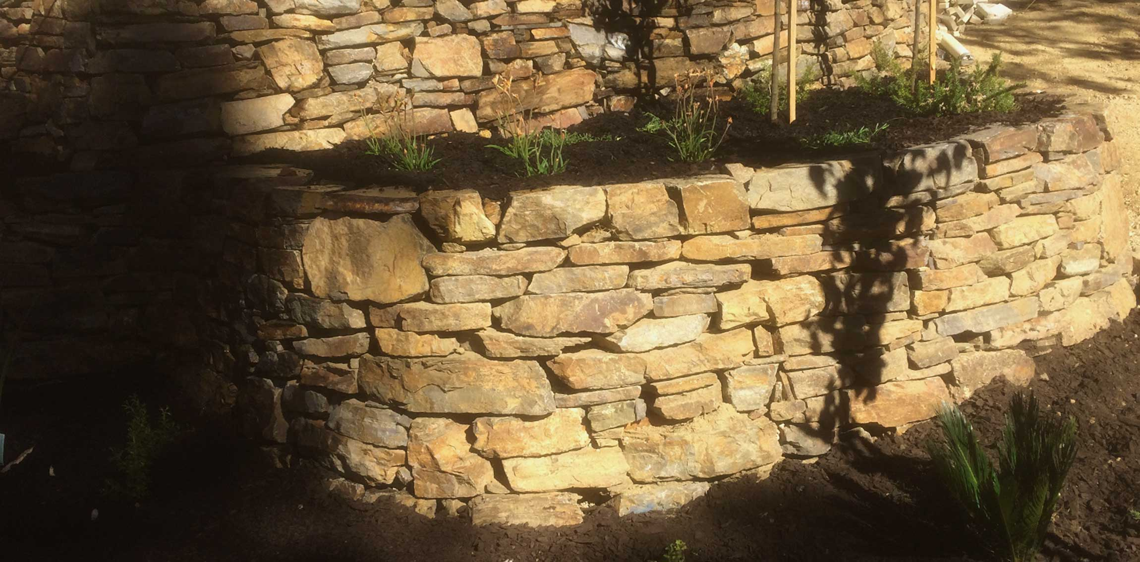 Retaining-walls-bluestone1.jpg